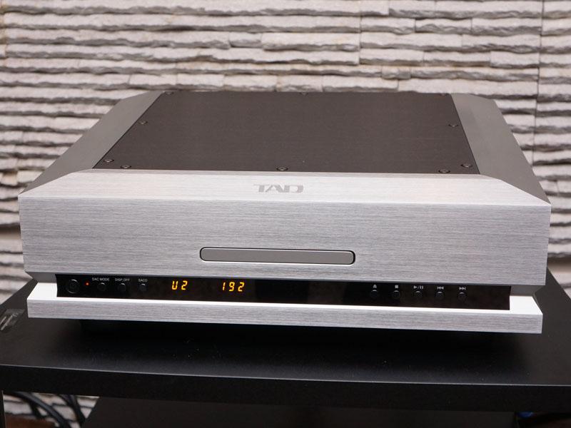 SACD/CDプレーヤーの「TAD-D1000」