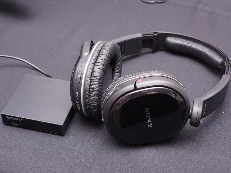 2chのワイヤレスヘッドフォン「MDR-HW300K」