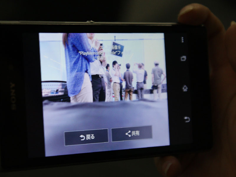 撮影した画像は、メモリーカードに記録するほか、スマホにも保存してSNSなどにシェアできる
