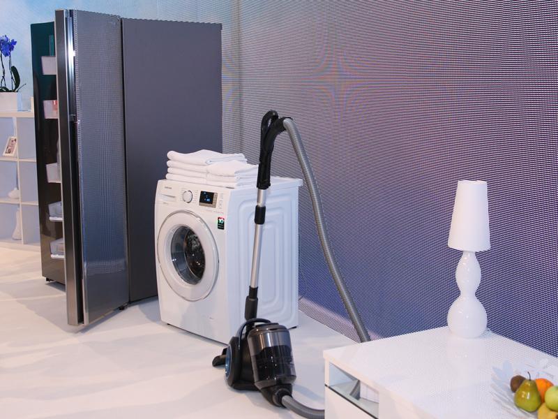 冷蔵庫などの生活家電の新製品も発表された