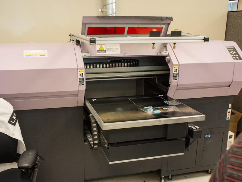 立体物にも印刷できる特殊プリンタ