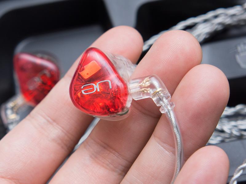 4ウェイ6ドライバの「Ultimate Ears 18 Pro カスタムインイヤモニター」(参考価格:189,800円)