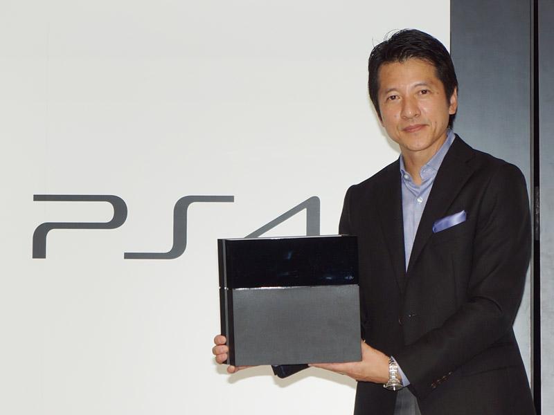 PS4を紹介するSCEJAの河野弘プレジデント