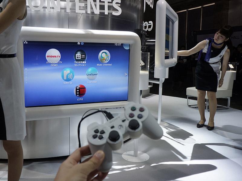 SCEブース。PS Vita TV+40型テレビでVitaのゲームやコンテンツが楽しめる