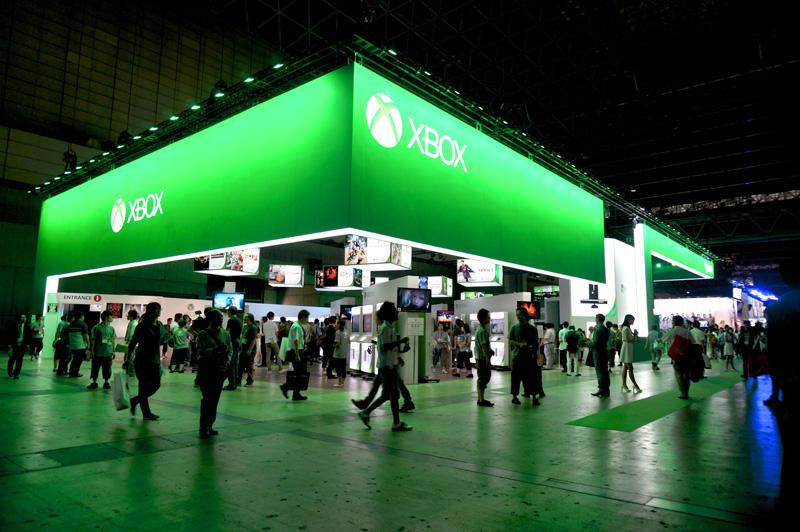 東京ゲームショウのマイクロソフトブース。久々に「緑」が帰ってきた。Xbox 360とXbox Oneがアピールされた