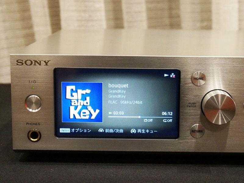 4.3型液晶ディスプレイを装備
