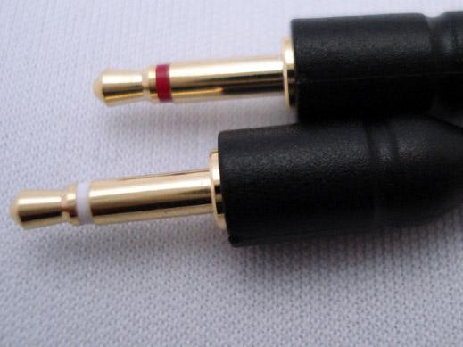 ヘッドフォン側の接続はミニミニ端子