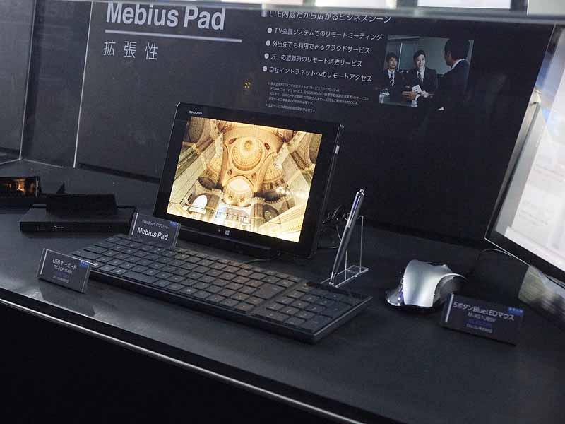 ブースでは外部ディスプレイやマウスを接続し、拡張性の高さもアピール