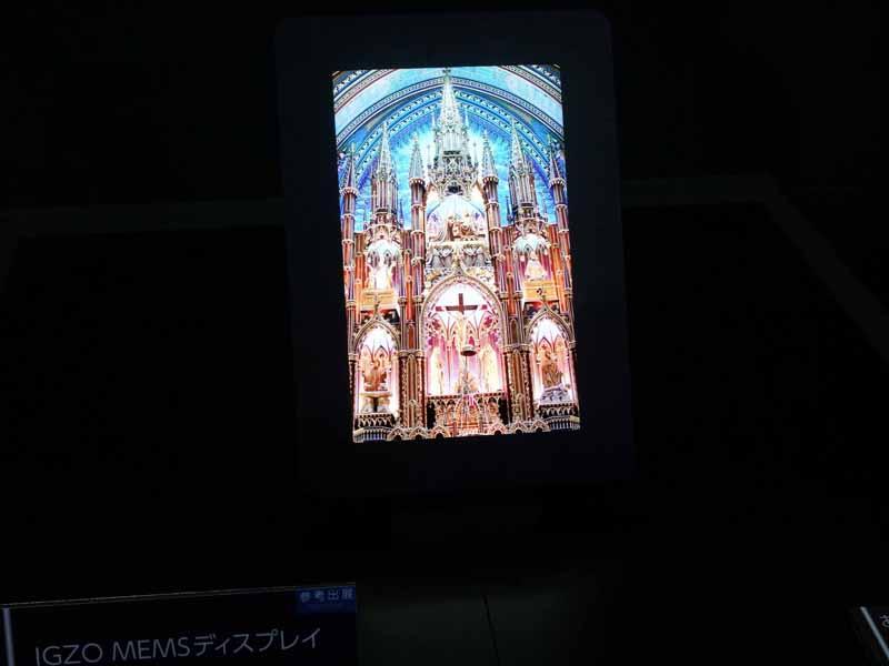 次世代MEMSディスプレイ。7型で、解像度は1,280×800ドット