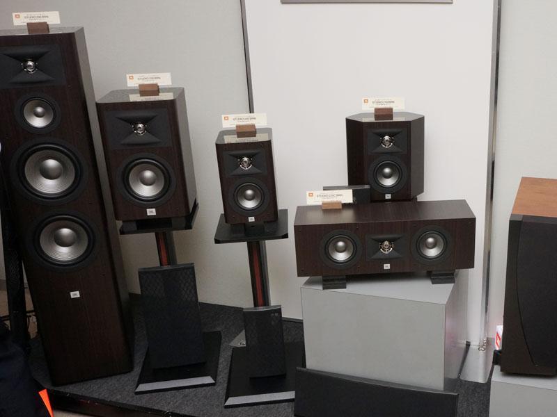 STUDIO 2シリーズはセンタースピーカーやサラウンドスピーカーも用意