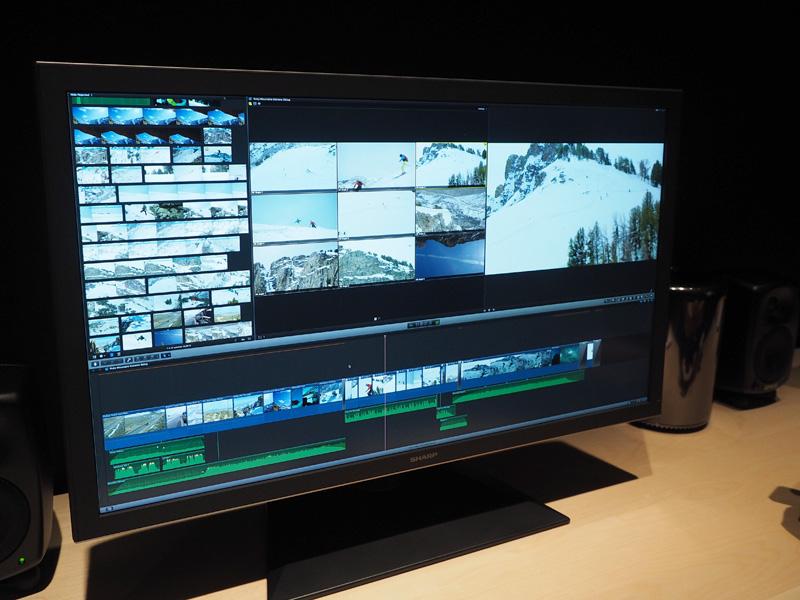 シャープの4Kディスプレイに接続して4K映像編集のデモを行なっていた