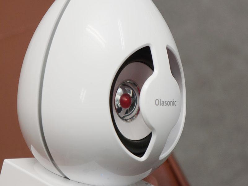 デュフィーザーが赤いので、コーンの銀色の部分に鏡のように赤い点が写り、デザインアクセントになっている。なお、写真の赤色は実際の製品バージョンと若干異なるという