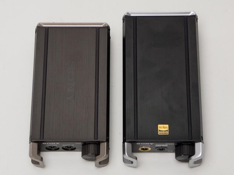 左がPHA-1、右がPHA-2。PHA-1は若干赤みがかっているのがわかる。PHA-2は、ブラックボディに金色のハイレゾマークが映える