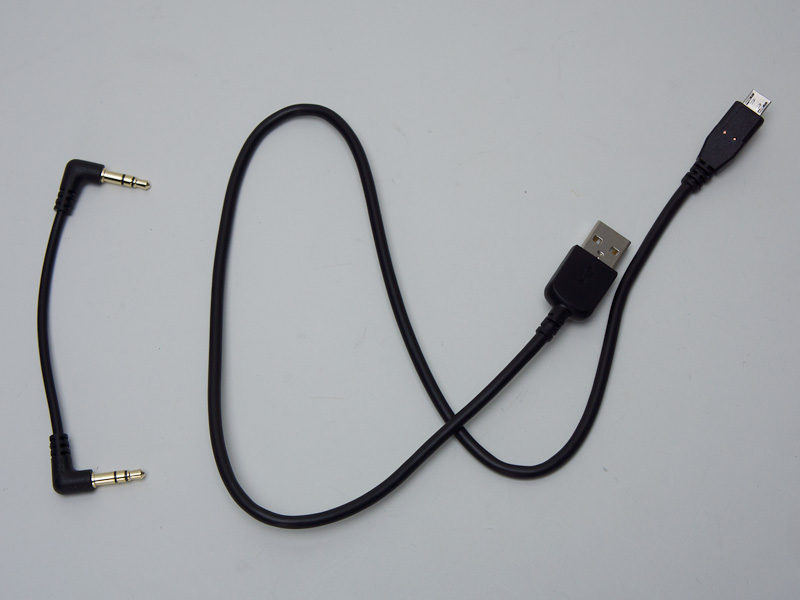 PHA-2に付属するUSBマイクロケーブル、アナログケーブル