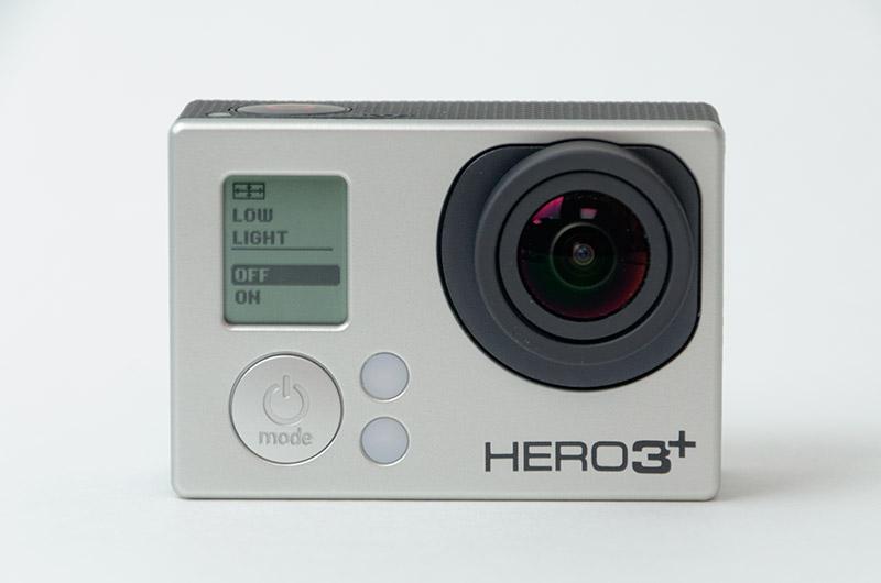 右が「HERO3 」のバッテリー。容量が130mAh増えているが、サイズはほぼ変わらない