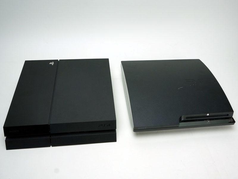 PS4、PS3(第二世代、CECH-2000)・初代PS3(CECHA)を比較。PS4は奥行きこそ大きめだが、全体にかなりコンパクトで、初代機とは思えない。