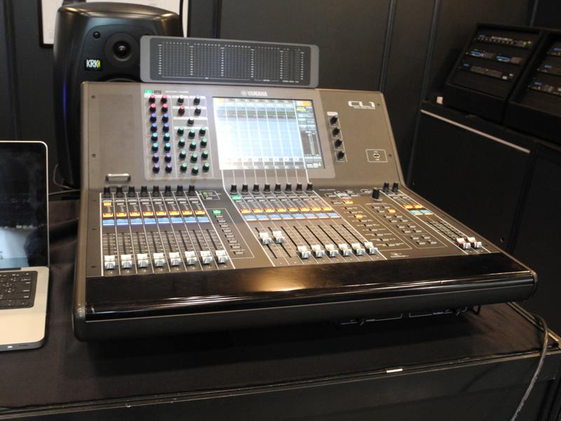 会場ではヤマハのデジタルミキシングコンソールCL1に接続してデモしていた
