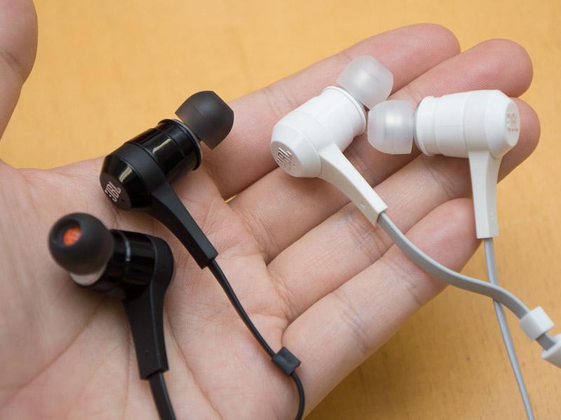 Bluetoothイヤフォン「J46BT」。カラーはBLACKとWHITE