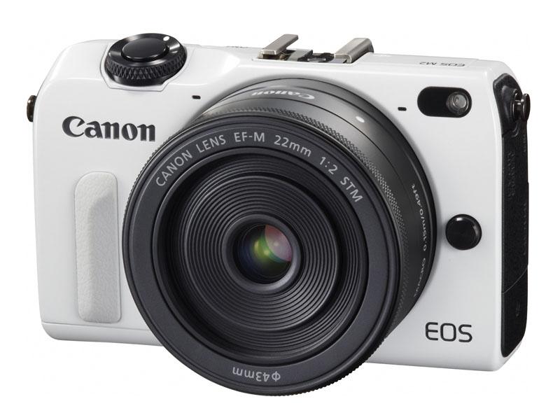 EF-M22mm F2 STMを装着したホワイトモデル