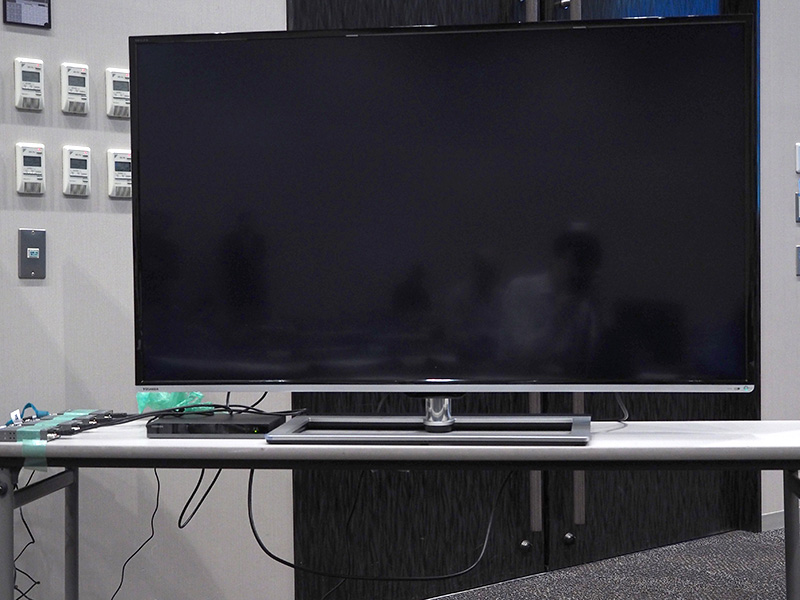 制作されたコンテンツの上映には、東芝の4K対応テレビ「58Z8X」や、「84Z8X」が使用された