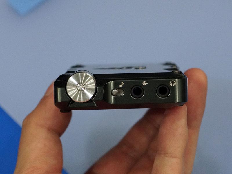 Acoustuneが開発したポータブルヘッドフォンアンプ