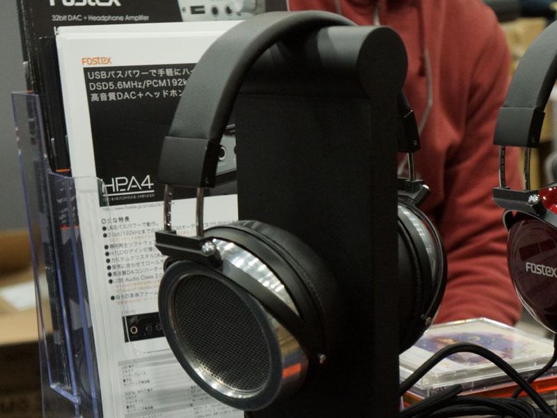 金属ハウジングのプロトタイプヘッドフォン