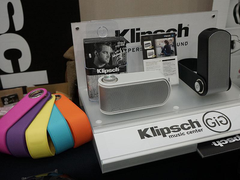 フロンティアファクトリーのブースでは、バンドを動かして様々な設置が可能な米KlipschのBluetoothスピーカー「GiG」(ギグ)を展示。12月18日発売で、価格はオープンプライス。実売は19,800円前後