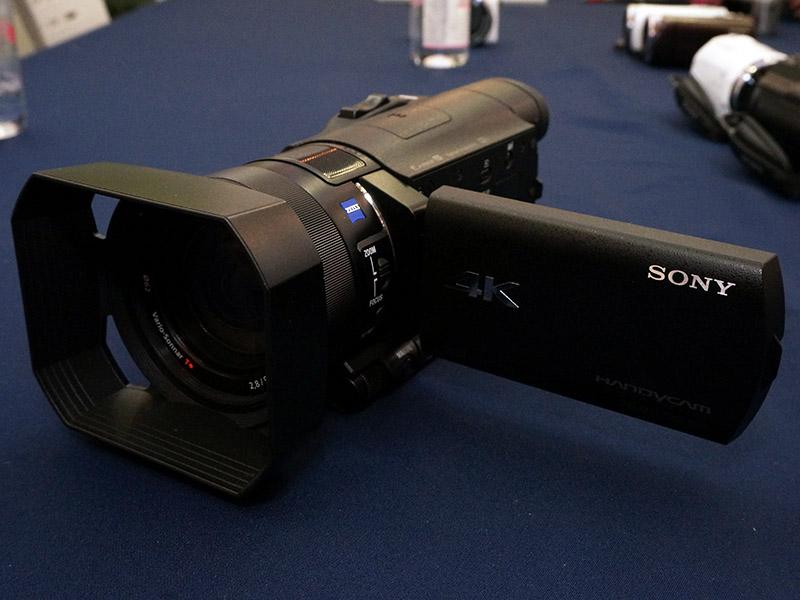 外形寸法は81×196.5×83.5mmで4Kビデオカメラとしては大幅に小型化