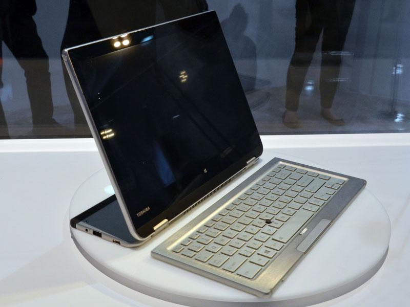 取り外したキーボードは分離した状態でワイヤレス利用が可能