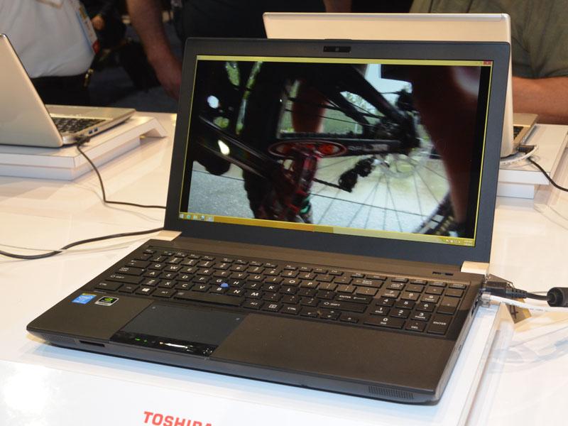 こちらは4Kモバイルワークステーション、北米名「TECRA W50」。GPUにはQUADRO K2100Mを採用