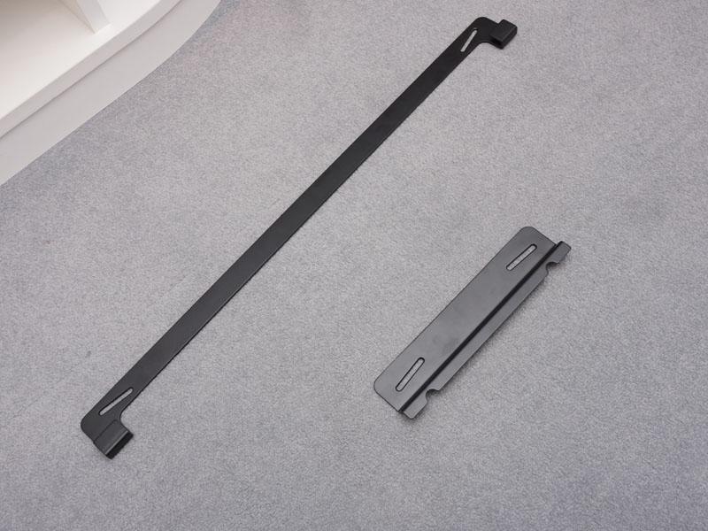 付属の金具でサウンドバーとサブウーファをどちらも壁掛けできる