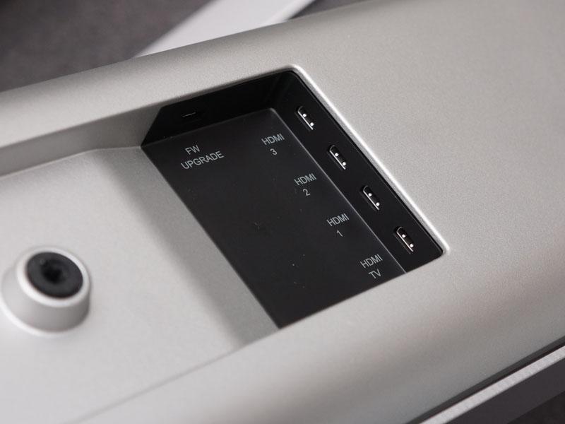 HDMIマイクロなどの入力を備える