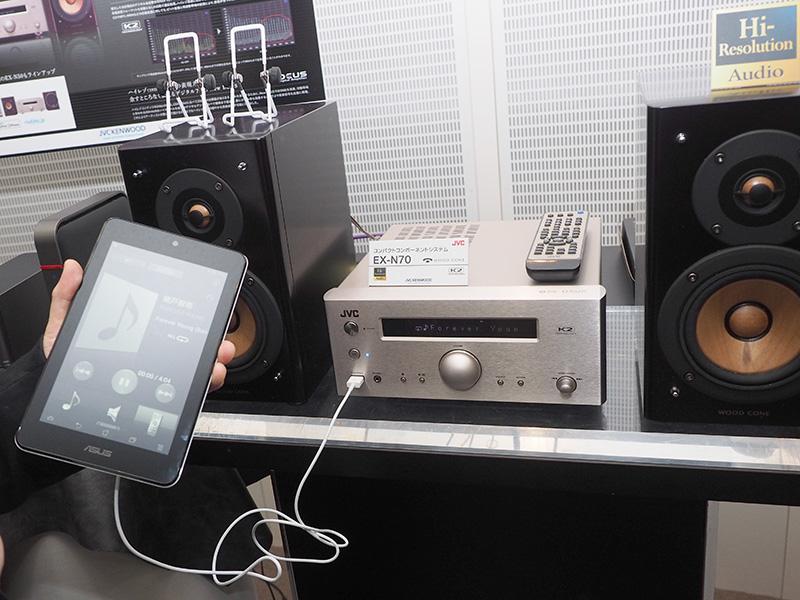 NASにあるDSD音源を、タブレットからの操作でネットワーク再生しているところ
