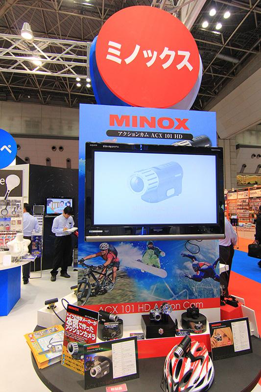ミノックス製品の展示コーナー