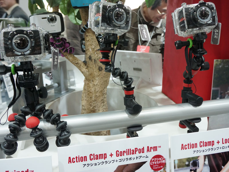 ケンコー・トキナーブースでは、ゴリラポッドアームのアクションカメラ向けモデルも参考展示された。4月頃の発売で。4000円~5,000円程度が想定されている