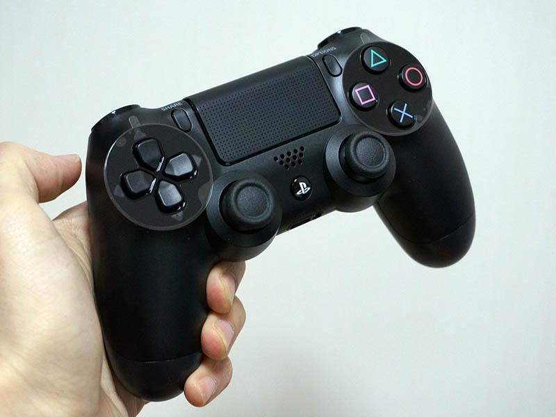 PlayStation 4用コントローラの「DUALSHOCK 4」