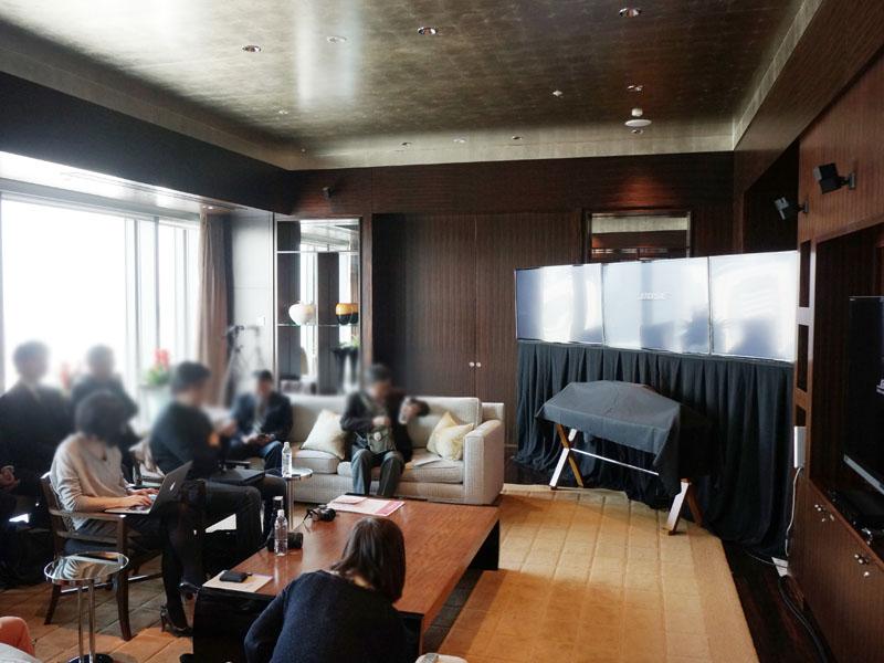 ボーズのサウンドシステムが客室に導入されており、次世代のオーディオライフのデモにも最適とのことで、マンダリンオリエンタル東京 プレジデンシャル・スイートルームで発表会が開催された