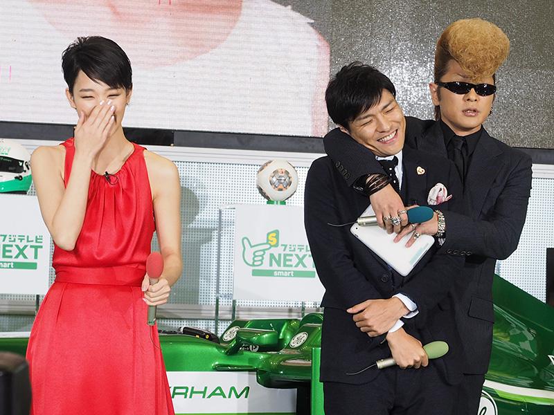 番組で共演し、息の合った掛け合いを見せる綾小路さんと森山さん。綾小路さんは、ゲームセンターCXの人気を越えて、最終的には「温泉へ行こう」出演を目指すとのこと
