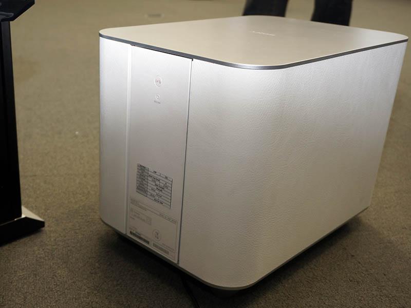 SWF-BR100は電源ケーブル以外はワイヤレスで接続できる