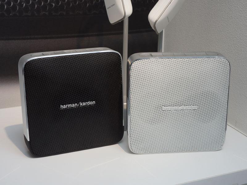 ESQUIRE(左:ブラック、右:ホワイト)