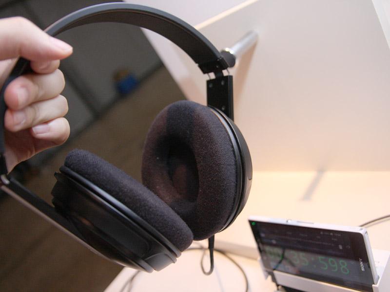 CEATEC 2013のクラリオンブースでは、Dnote搭載のホームオーディオ用スピーカーやヘッドフォンも展示された
