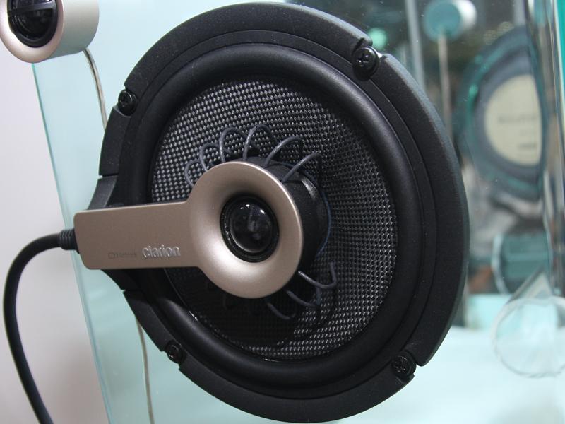 クラリオン「01DRIVE」の同軸スピーカーユニット中央部。1つのスピーカーに6チャンネルのマルチボイスコイルを組み込んで、それぞれを同時に鳴らす