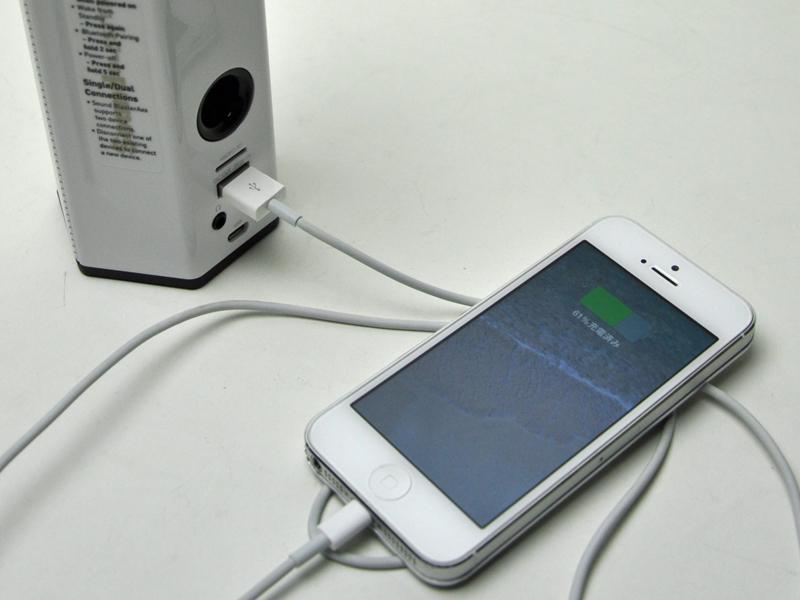 USBを繋いでスマホなどの充電ができる