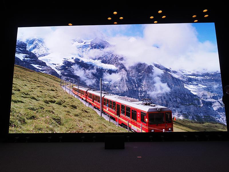 355型の自発光型4Kビジョン