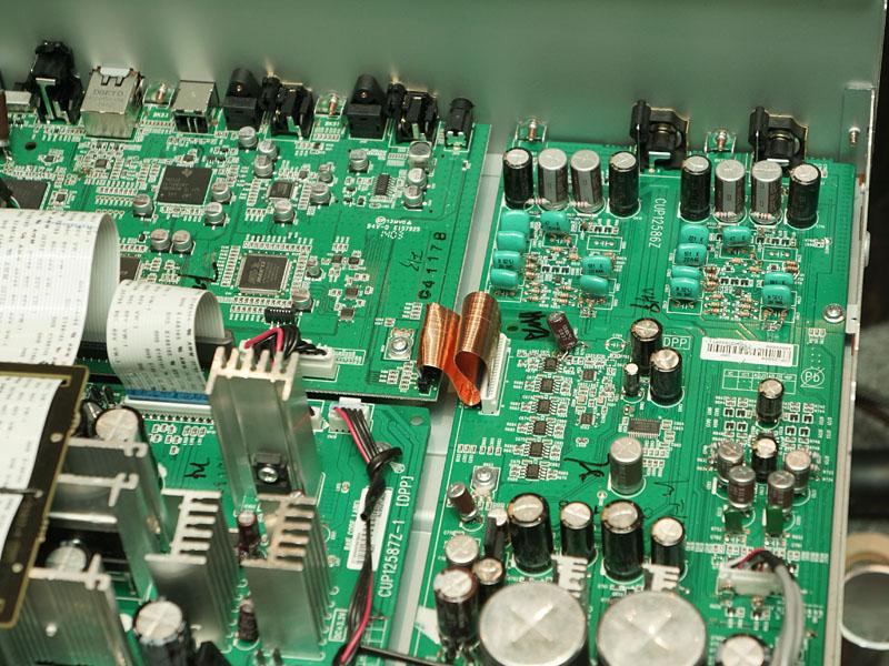 NA8005の試作機基板。試行錯誤の様子がわかり、面白い