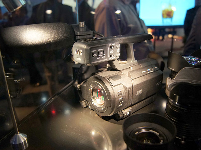レンズ交換式ハンドヘルドタイプ「GY-LSX2」