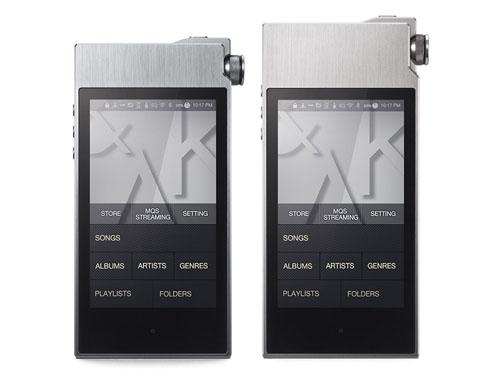 左は7月中旬頃の発売が予定されている「AK100II 64GB スモーキーブルー」、右が「AK120II 128GB ストーンシルバー」