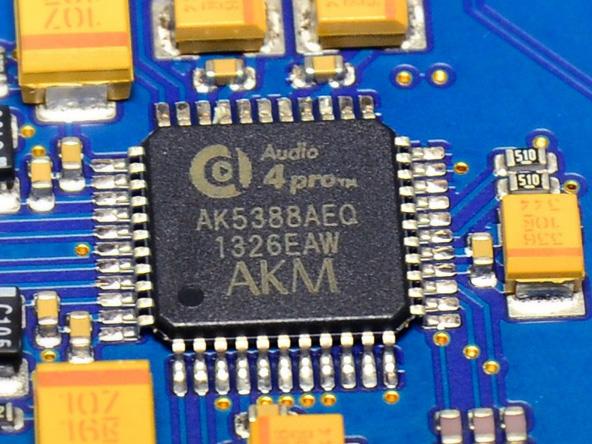 ADCはS/N 120dBという「AK5388AEQ」