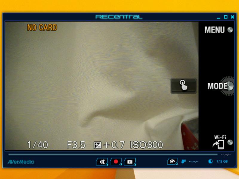 ミラーレス一眼「NEX-5R」のHDMI出力を取り込んだところ。画面下部の丸ボタンで録画できる