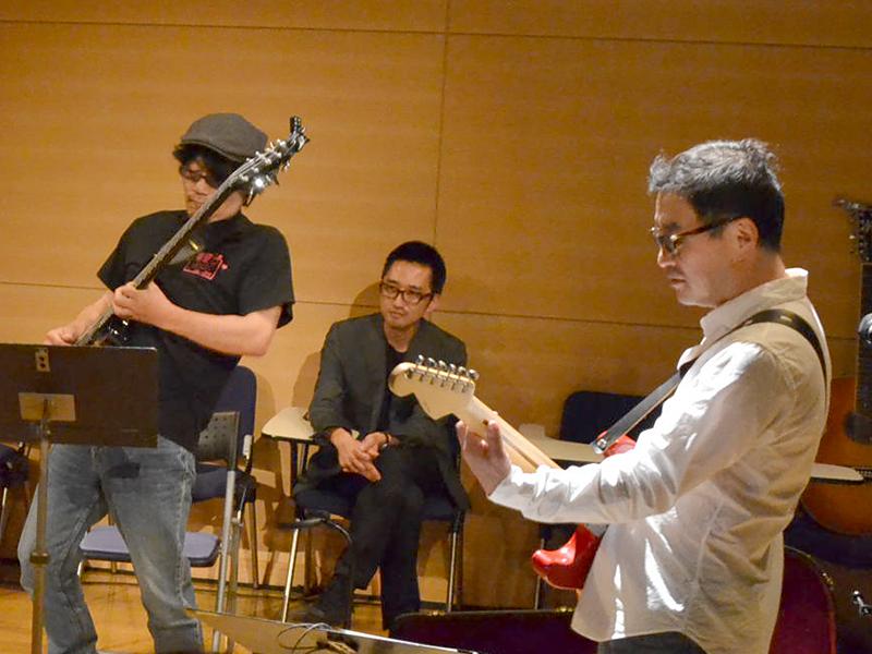 オノ氏がギターで、竹内直氏(バスクラリネット)、沢田穣治氏(ベース)と共にセッション